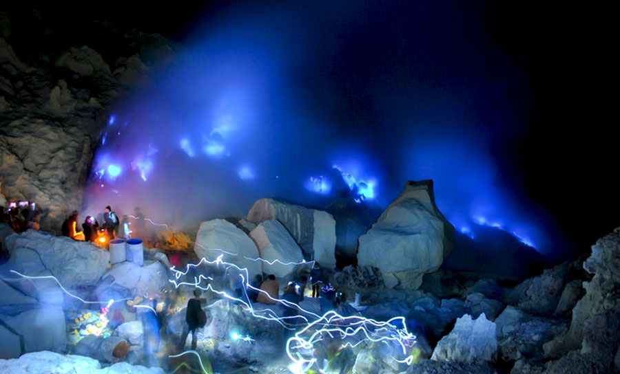 ijen blue fire tours java