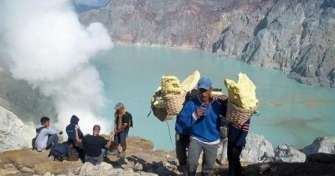 Ijen Crater tour package from Bali with best tour price to visit Ijen Crater or Kawah Ijen in Banyuw