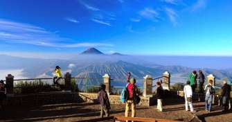 Cheap tour price for private trip from Bali to Ijen Bromo tours with blue fire tours of Ijen & back
