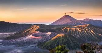 Group trip at night time from Surabaya for Bromo Ijen blue fire tours and back to Surabaya 3D