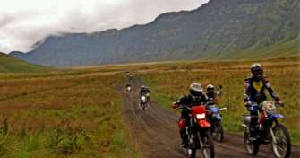 Ijen tour with Ijen blue flame tours & Bromo sunrise tours & it is combined Bromo savannah tour with