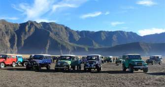 3 days trip from Malang or Surabaya to Bromo sunrise tour and Ijen crater trip with blue fire tours