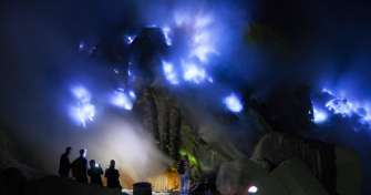Night Bali-Ijen Blue Fire-Bromo-Borobudur Tours 4D
