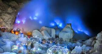 Night Bali-Blue Fire Tour Ijen Crater-Bromo-Surabaya 3D