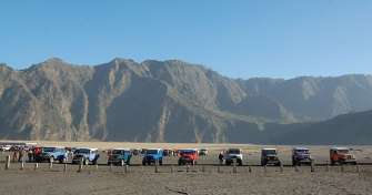 One day trip for Bromo sunset tours in Mentigen hill