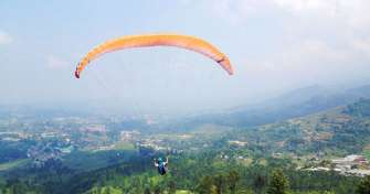 Paragliding-Ijen Bromo Sunrise & Sunset-Rafting Tours 5D 5 days tour package with reasonable price from Malang or Surabaya for Paragliding activities, Ijen Bromo Tours, White Water Rafting & back to Malang or Surabaya
