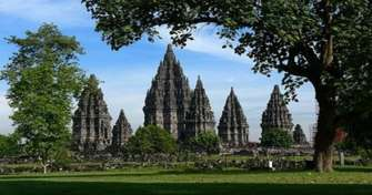 Prambanan Tours, Yogya Tours, Borobudur Sunrise Tours, Bromo Tours, Ijen Crater Tours with blue fire