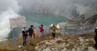 Eco Trip in East Java from Surabaya to Pasar Apung in Museum Angkut Batu, Bromo & Ijen Crater Tours