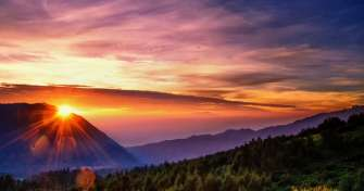 Easy & fun trip in Java Island for 3 days from Surabaya to  Bromo sunrise & savanna tours to Batu hi