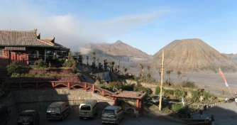 Cheap tour price from Yogyakarta to Mount Bromo via Surabaya or Malang by a train to enjoy Bromo Tou