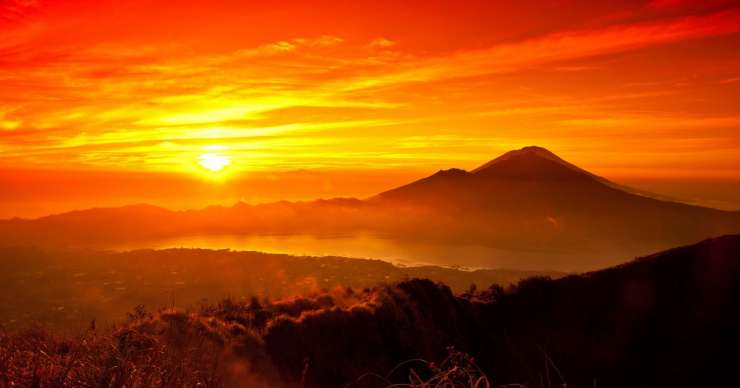 Bali trip to Bromo sunrise tours & to Yogya with a train 2D