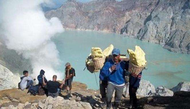 Bali to Ijen Crater Tour then fly to Yogyakarta 2D