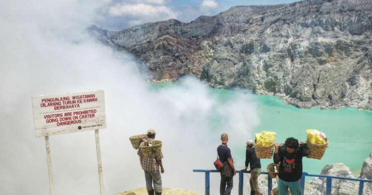 Banyuwangi morning trip for Ijen green lake tours