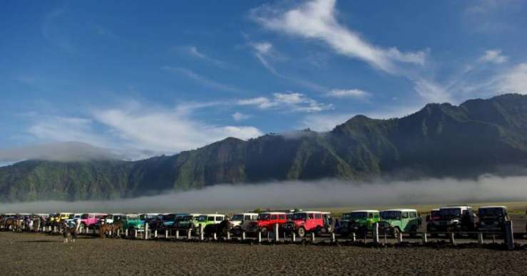 Bromo Sunrise & Savanna to Kalibaru Ijen Tours-Bali 4D