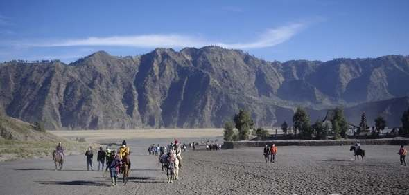 Bromo Sunrise Tours & Water Rafting to Surabaya 3D