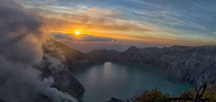 Java Trip for Ijen-Blawan-Bromo Sunset & Sunrise Tour 4D