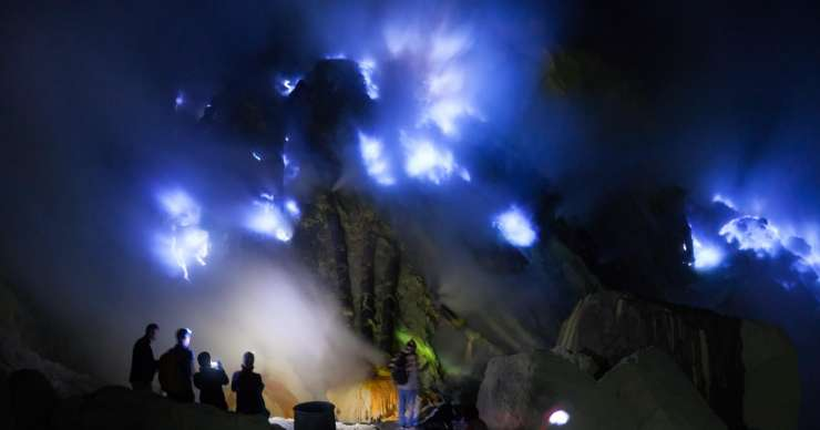 Night Bali-Blue Fire Tour Ijen Crater-Bromo-Borobudur-Prambanan 4D