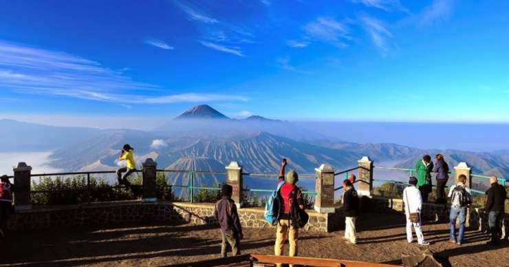 Bromo Sunrise Savannah Sunset to Ijen Banyuwangi 4D