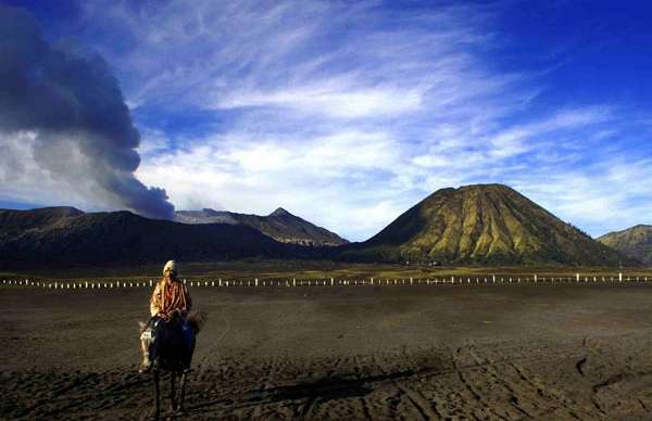 Bromo Sunrise-Savannah-Rafting-Ijen Tours-Bali 5D